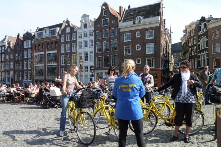 Fietsuitje in Amsterdam bij Yellow Bike met korting | Voordeeluitjes van NapPas