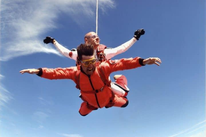 Skydive in Zeeland met korting | Voordeeluitjes van NapPas